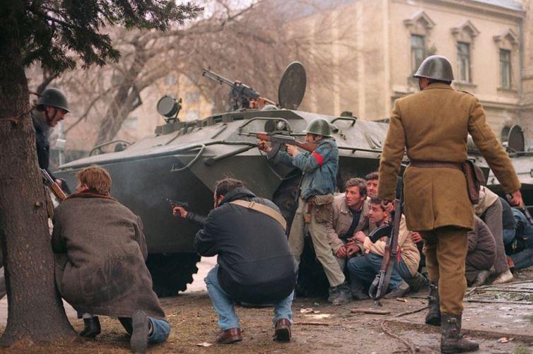 shooting-romanian-revolution-1989-revolutia-romana-romanian-peop
